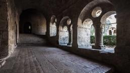 Claustro de la abadía cisterciense de Le Thoronet en ezza cister .org