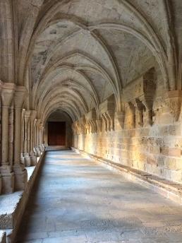 Claustro del monasterio cisterciense de Poblet. Hospedería interna en ezza cister .org