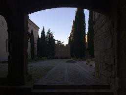 Patio del monasterio cisterciense de Poblet. Hospedería interna en ezza cister .org