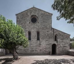 Fachada oeste de la iglesia cisterciense de Le Thoronet