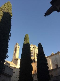 Claustro y torre del monasterio cisterciense de Poblet. Hospedería interna en ezza cister .org