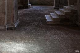 Pavimento de tierra de la iglesia de la abadía cisterciense de Fontenay