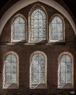 Vidrieras del ábside plano de la iglesia de la abadía cisterciense de Fontenay